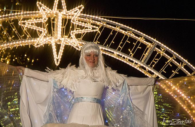 AKORD Ostrava-Zábřeh Náměstí SNP. Vánoční jarmark, rozsvícení vánočního stromu s andělem, losování dárků, CAMERATA.